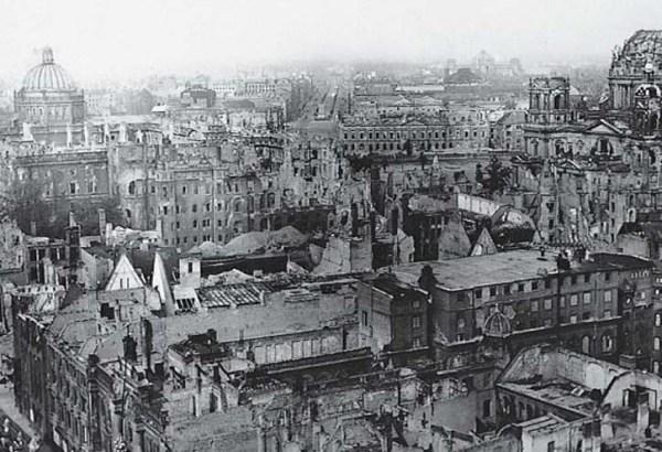 Vista aérea de Berlín tras los bombardeos que sufrió al final de la Segunda Guerra Mundial