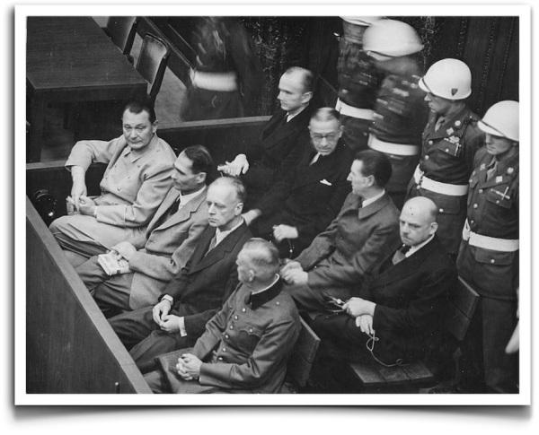 Principales dirigentes nazis sentados en el banquillo de los acusados en una de las sesiones del Proceso de Núremberg